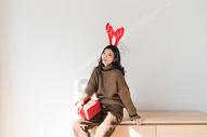 圣诞节甜美女性500759035图片