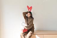 圣诞节甜美女性500759036图片