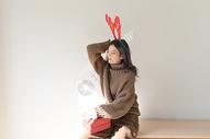 圣诞节甜美女性500759037图片