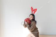 圣诞节甜美女性500759039图片