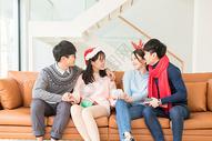 圣诞聚会朋友互送礼物500759056图片