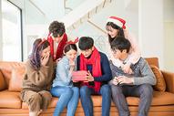 圣诞聚会朋友互送礼物500759098图片