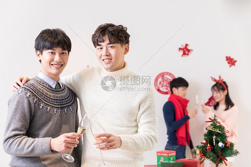 圣诞节朋友聚会喝酒聊天图片