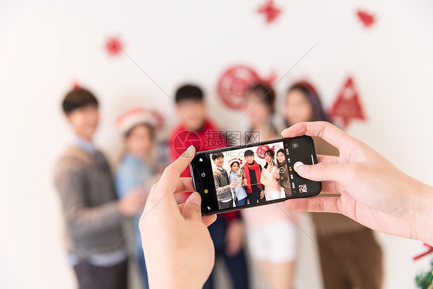 圣诞节朋友聚会拍照合影图片