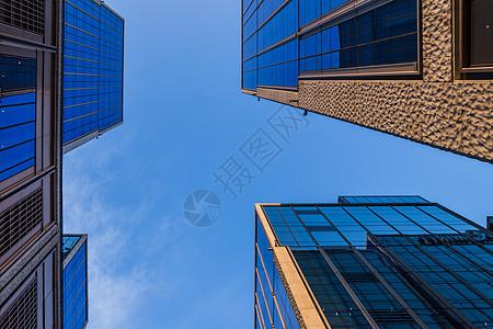 黄昏下的外滩金融中心建筑图片