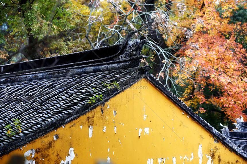 天平山秋景寺庙挑檐图片