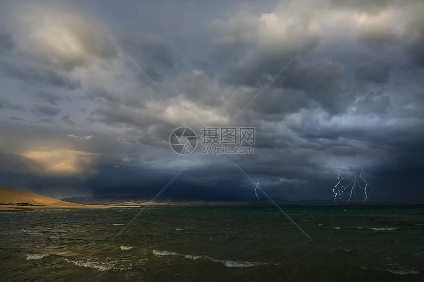青海湖闪电摄影图片