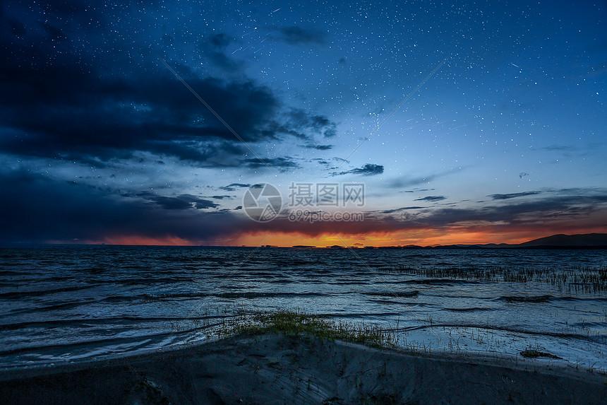 克鲁克湖夕阳星空摄影图片