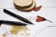 美妆产品眉笔眼线笔图片