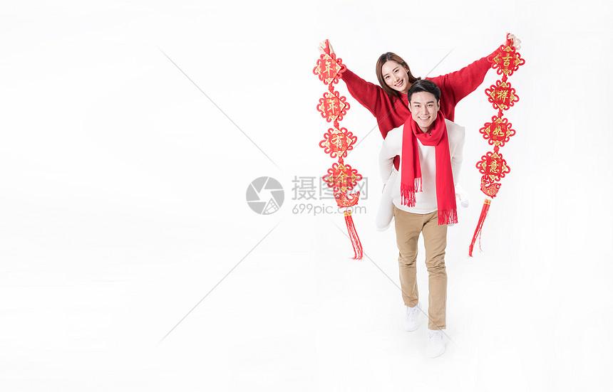 新年情侣人像手拿对联图片