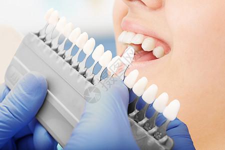 看牙科的美女图片