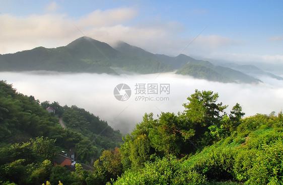 山村云雾图片