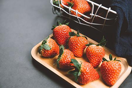 清新风格草莓图片