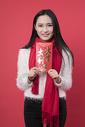 拿着红包的女性新年人像500762760图片