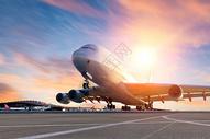 机场上的运输机图片