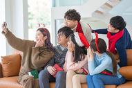 青年圣诞聚会自拍图片