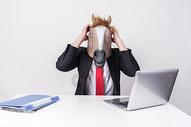 商务形象马头苦恼创意图片