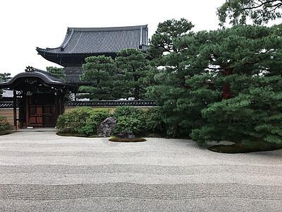 日本京都寺庙庭院图片