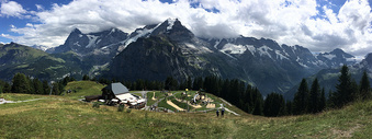 大气磅礴的瑞士雪山全景图图片