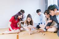 朋友聚会玩游戏图片
