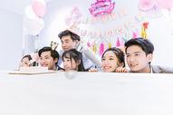 生日聚会朋友庆祝图片
