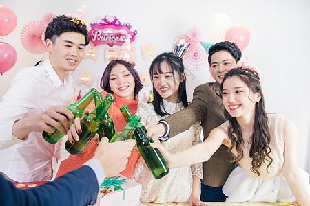 生日聚会喝酒图片