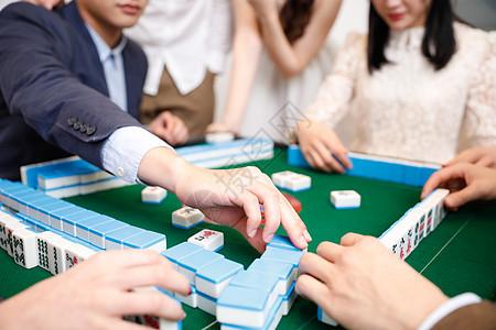 青年聚会打麻将图片