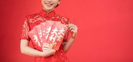 新年女性发红包图片