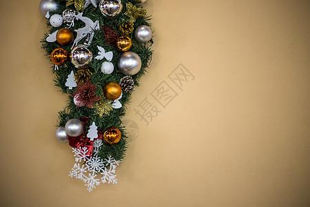 墙上的圣诞装饰图片