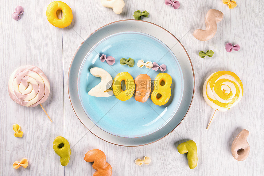 2018的彩色馒头图片