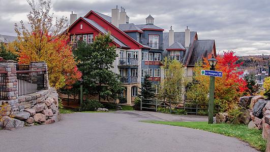 加拿大美丽山庄的秋天图片