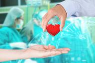 手术中的爱心医生图片
