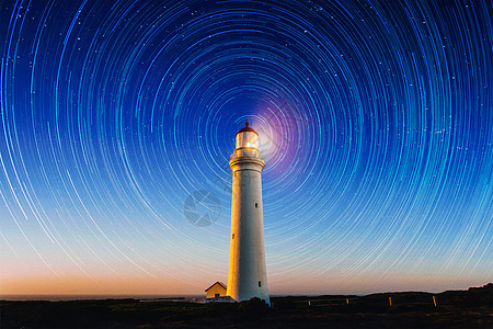 夜空中的星轨图片