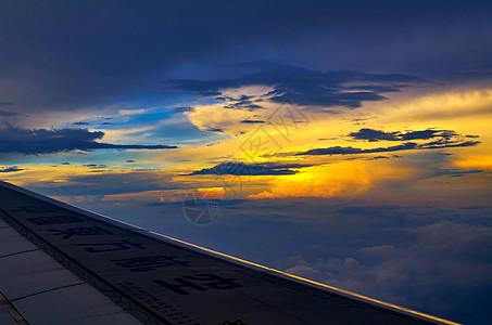 飞翔在空中图片