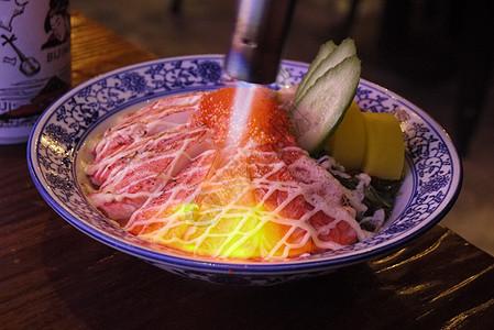 炙烧蟹柳盖饭图片