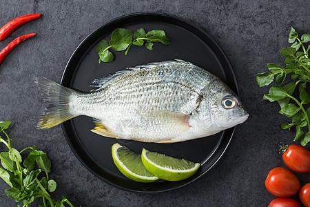 盘里的鱼图片