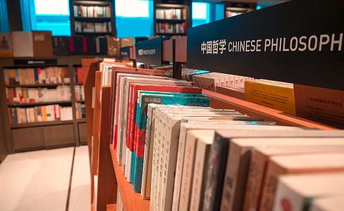 书店书架图片