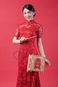 元宵手拿宫灯的旗袍美女图片