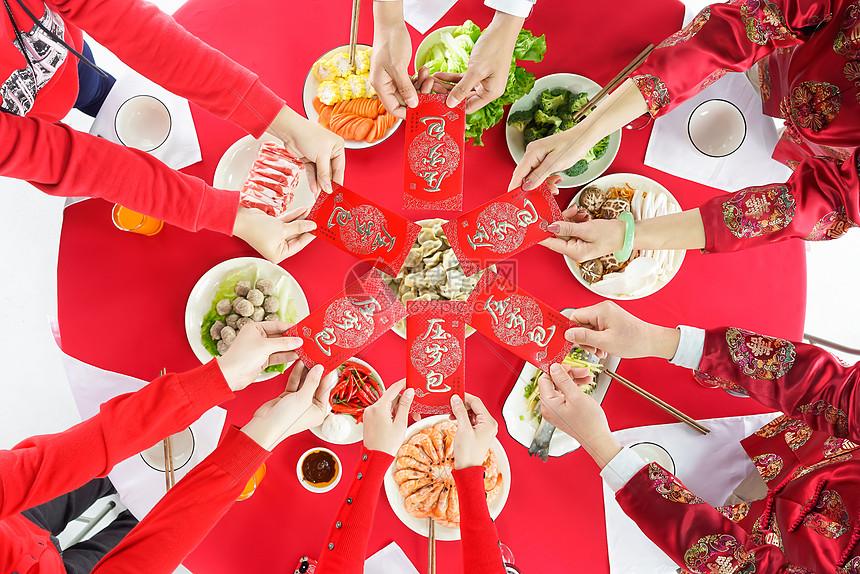 餐桌上发红包图片