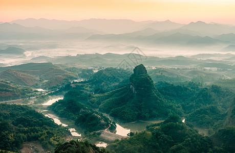 丹霞山山乡晨雾图片