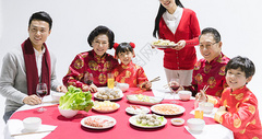 一家人过年吃饭图片