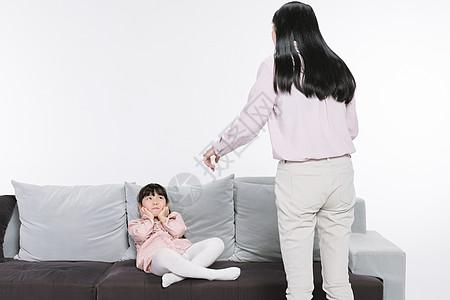 妈妈教育女儿图片