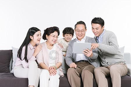 一家人用平板电脑视频图片