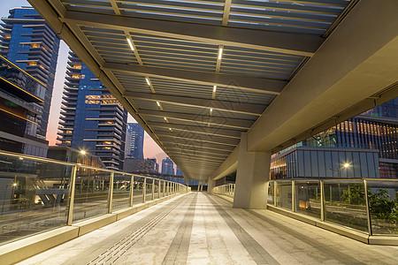 城市长廊建筑空间夜景图片