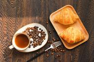美味营养牛角包早餐图片