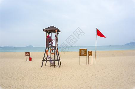 三亚亚龙湾海滩和救生塔图片