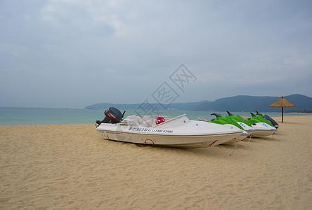 三亚沙滩快艇遮阳伞图片