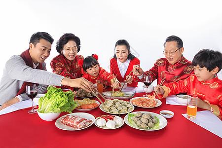 新年一家人在一起团圆聚餐高清图片