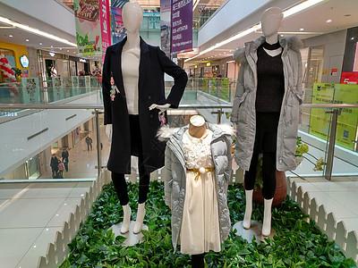 商城女性服装展图片