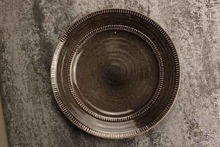 深色空盘子图片